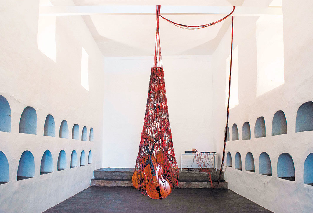 Cecilia López, RED, 2018, audio cables, double basses, sound equipment, dimensions variable. From the 14th Bienal de Cuenca.