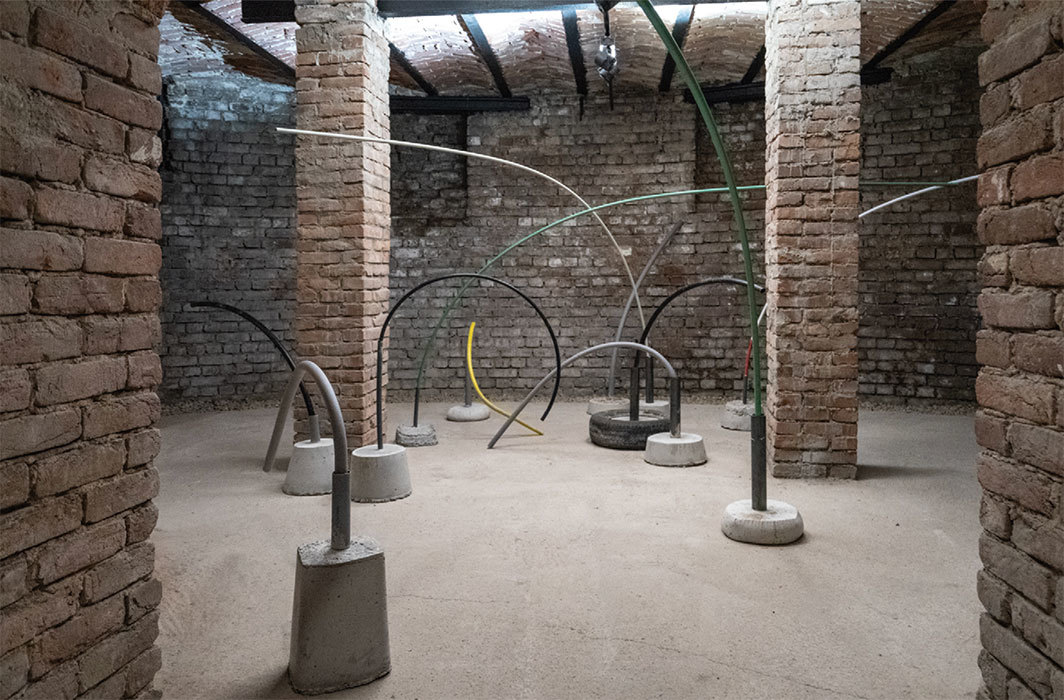 Vlatka Horvat, Bent Double, 2018, concrete, metal and PVC pipes, foam and PVC tubes, insulation tape. Installation view. Photo: Miluta Flueras.