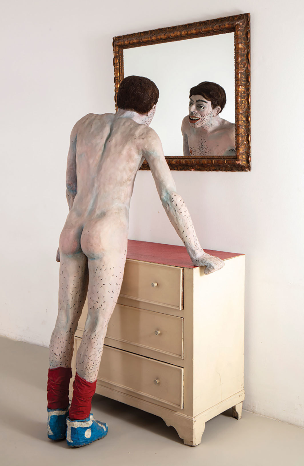 Pablo Suárez, Narciso de Mataderos (Narcissus of Mataderos), 1984–85 /1994, oil and enamel paint on plaster, dresser, mirror. Installation view. Photo: Gustavo Sosa Pinilla.