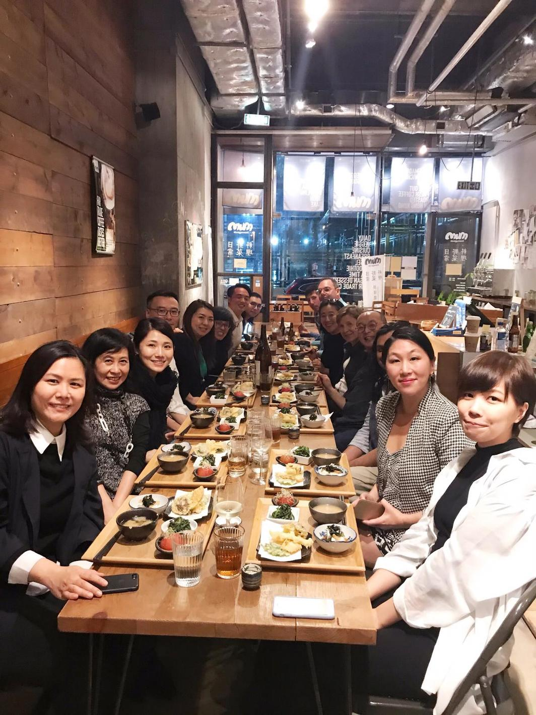 Dinner for the opening of Lam Tung Pang's exhibition at Blindspot Gallery. Left, from front to back:  Lesley Kwok, Vita Wong, Mimi Chun, David Chan, Susanna Chung, Tina Pang, Nick Yu, and Sim Chan. Right, from front to back: Leung Wing Yee, Yuk King Tan, Alpesh Kantilal Patel, Lam Tung Pang, Jane DeBevoise, Abby Chen, Tobias Berger, and Chris Gradel.