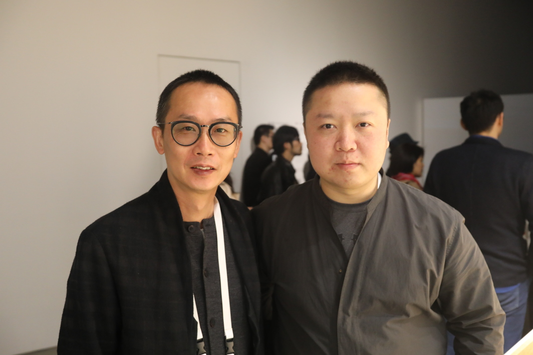 Artist Jiang Zhi with Artist Wang Tuo, winner of Youth Contemporary Art Wuzhen Award.