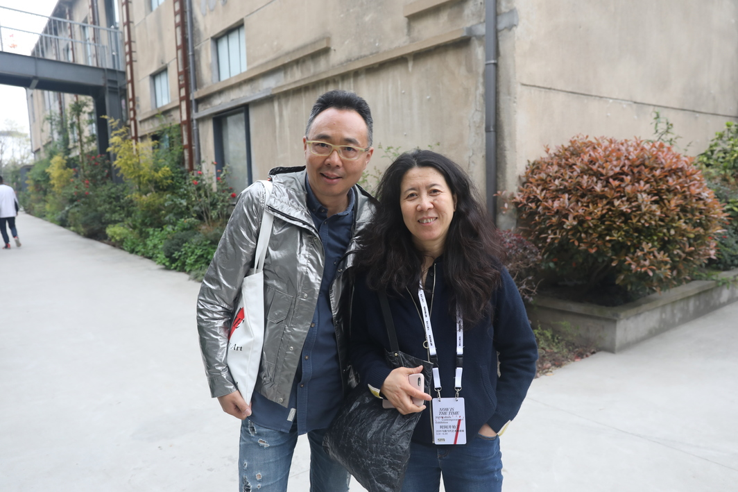 Shanghai Museum of Glass Director Zhang Lin with artist Yin Xiuzhen.