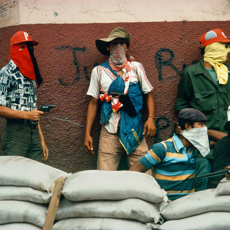 Susan Meiselas, Muchachos await the counter attack by the National Guard, Matagalpa, Nicaragua, 1978–1979. Photo: Susan Meiselas/Magnum Photos.