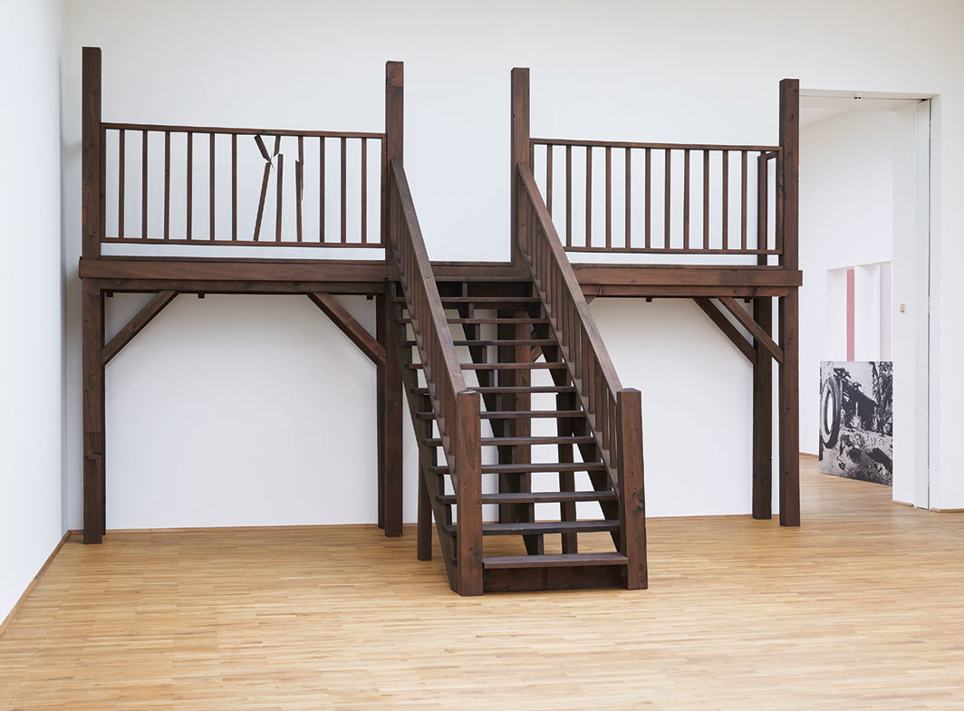 Cady Noland, Saloon Stairs, Blank with Extra Wood, 1990, wood. Installation view, 2019. Photo: Fabian Frinzel.