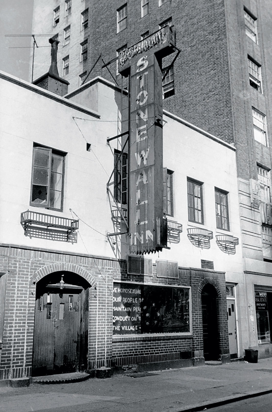 Stonewall Inn, Christopher Street, New York, 1969. Photo: Diana Davies.