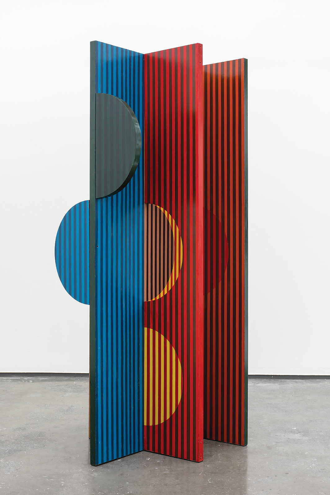 "Helen Escobedo, Eclipse, 1968, lacquered wood, 79 1⁄8 × 29 7⁄8 × 28 3⁄4""."