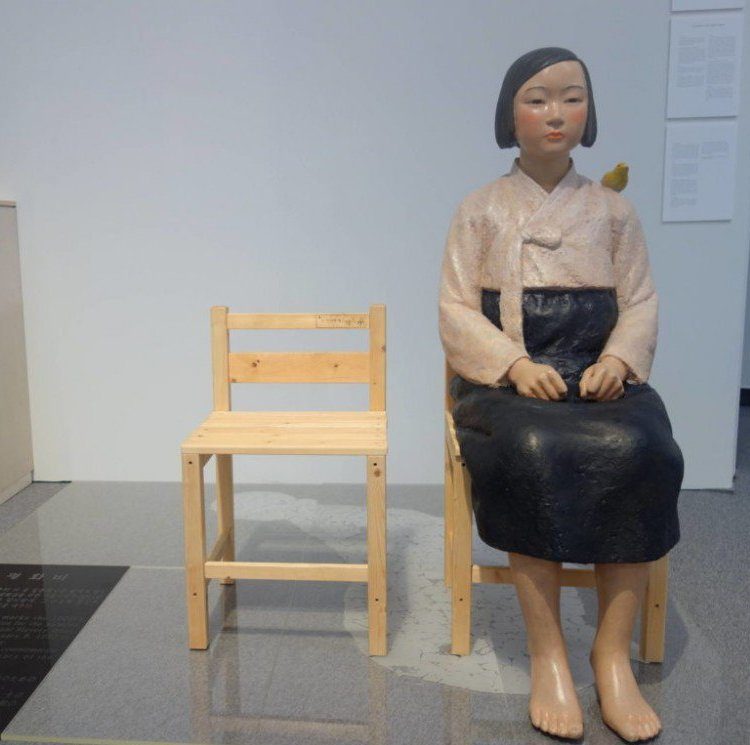 Kim Seo-kyung and Kim Eun-sung, Statue of a Girl of Peace, 2011. Courtesy of the artists.