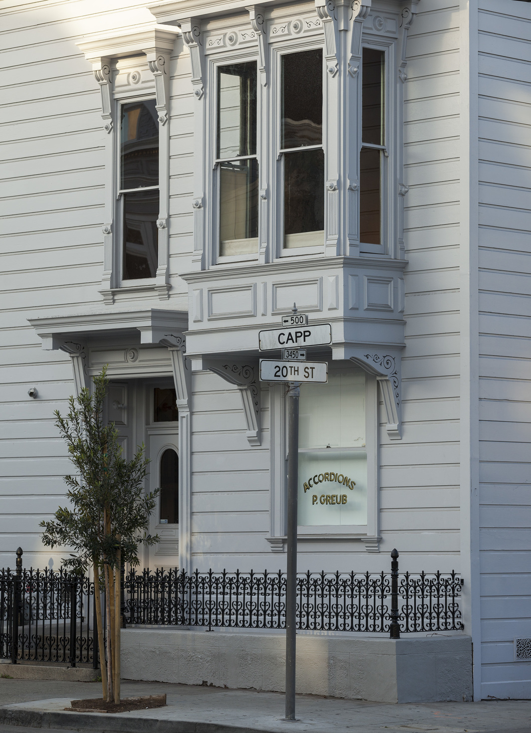 Exterior of 500 Capp Street. Photo: Henrik Kam.