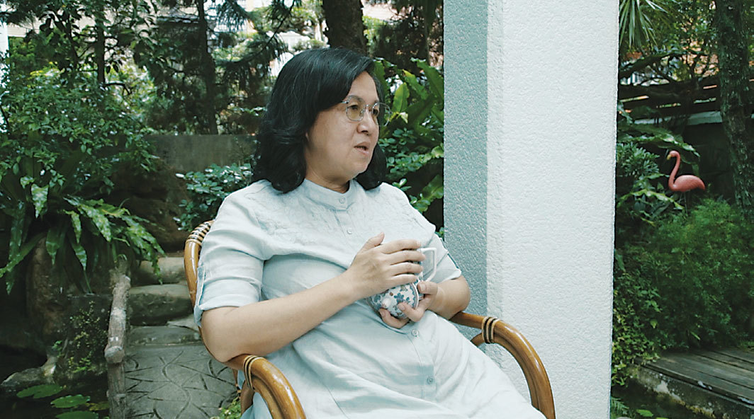 "Tao Hui, An interview with Leng Shuihua, writer of The History of Southern Drama, 2018, video, color, sound, 10 minutes 46 seconds. From ""In My Room."""