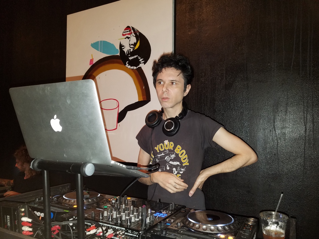 Nick Zinner at the Hole.