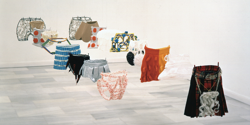 Ana Laura Aláez, Tigras y felinas (Tigresses and Felines), 1995, metal and textiles, dimensions variable.