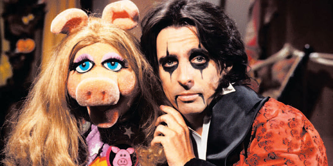 Miss Piggy and Alice Cooper on the set of Jim Henson's The Muppet Show, 1978. Photo: David Dagley/Shutterstock.