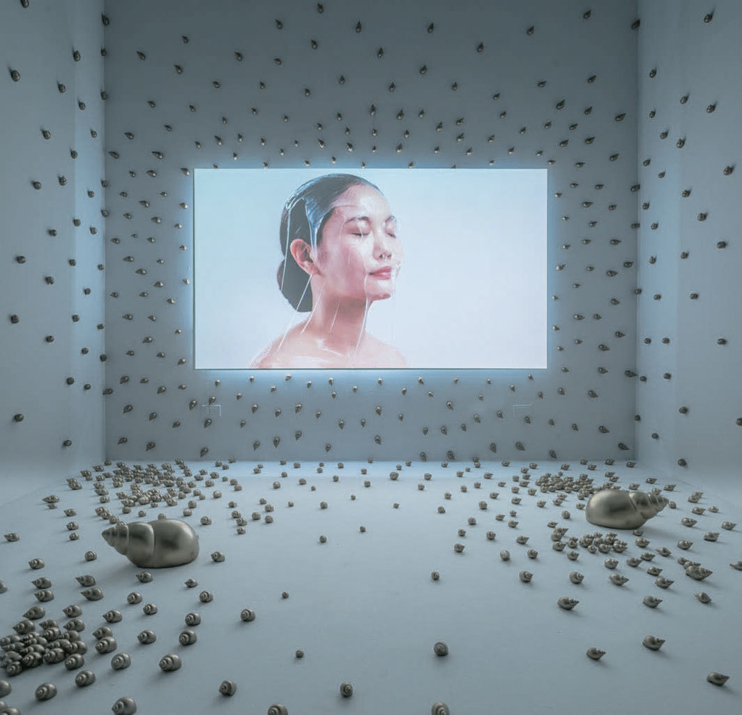 Chulayarnnon Siriphol, Golden Spiral, 2018, painted snail shells, HD video projection (color, sound, 18 minutes). Installation view.