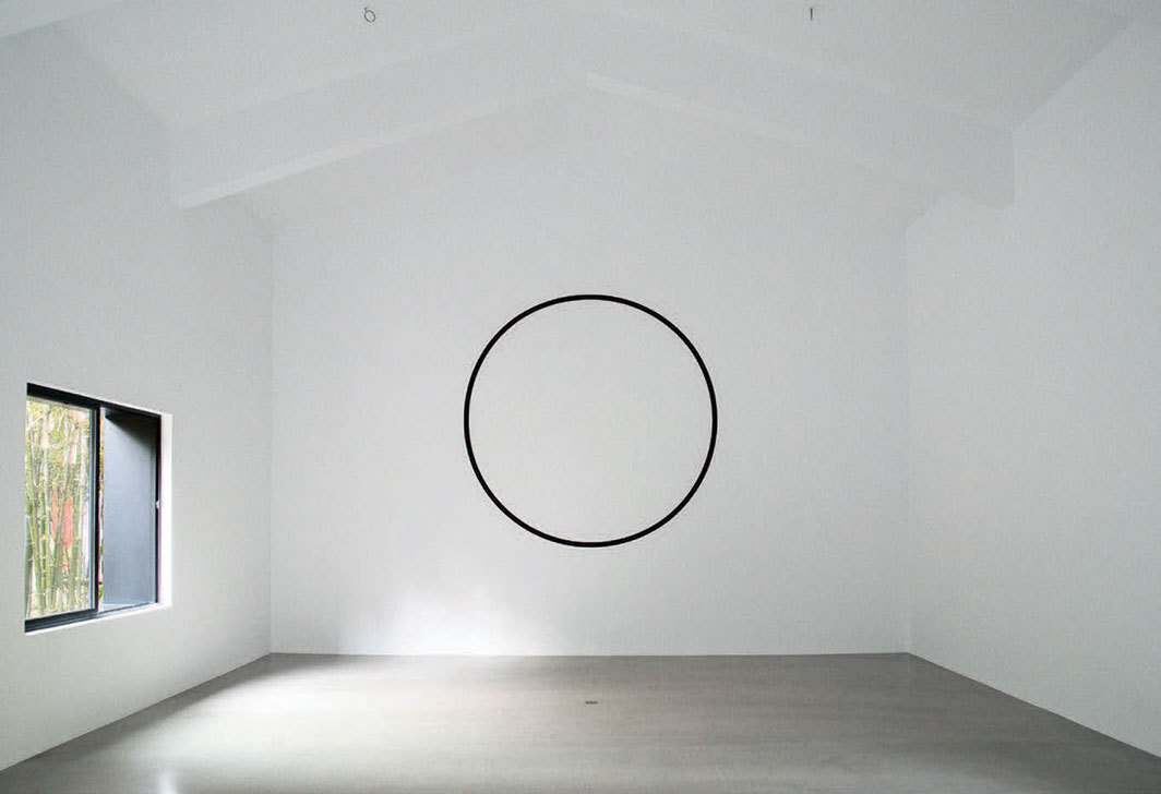 Chu Yun, A Realistic Circle, 2018–19, paint on wall. Installation view, 2019.