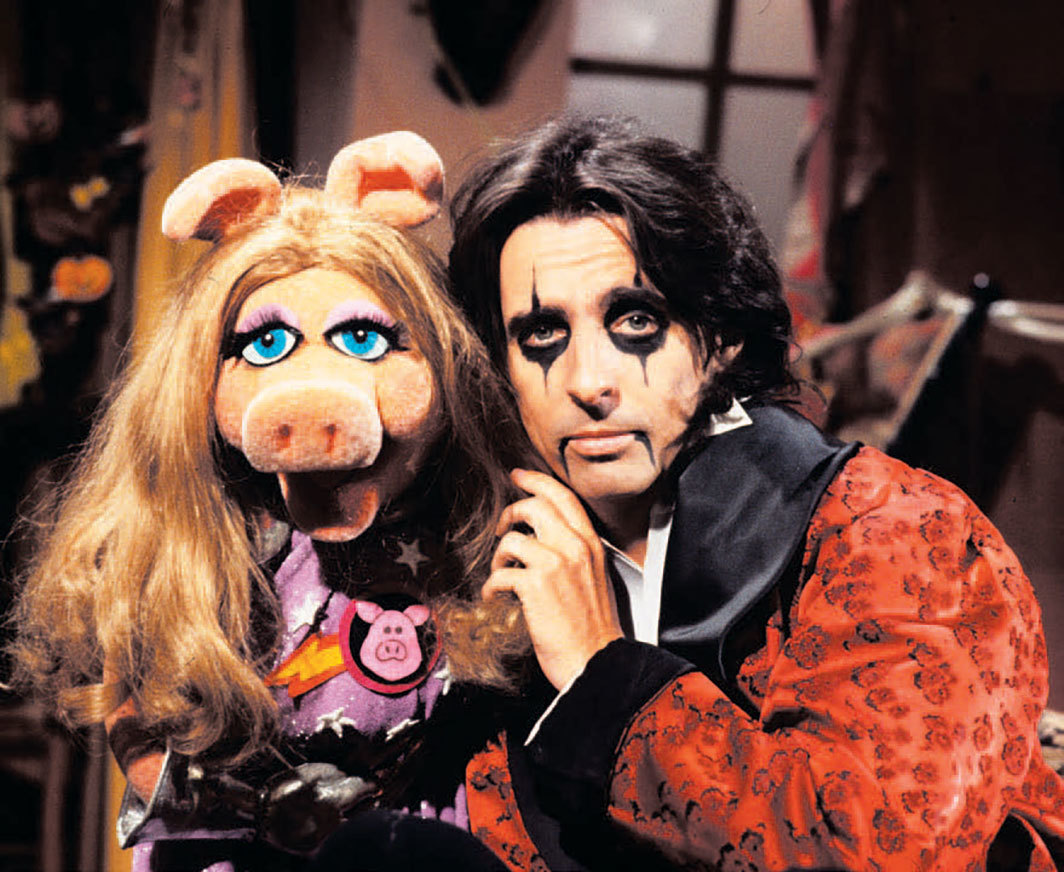 *Miss Piggy and Alice Cooper on the set of Jim Henson's _The Muppet Show,_ 1978.* Photo: David Dagley/Shutterstock.