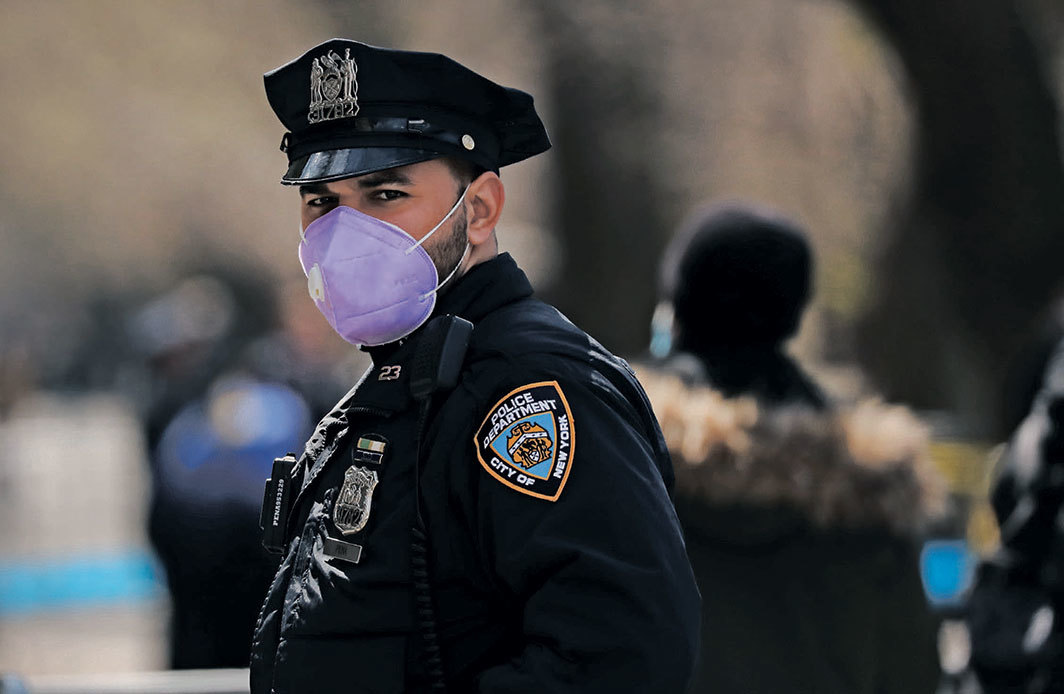 Police officer outside Mount Sinai Hospital, New York, April 1, 2020. Photo: Spencer Platt/Getty Images.