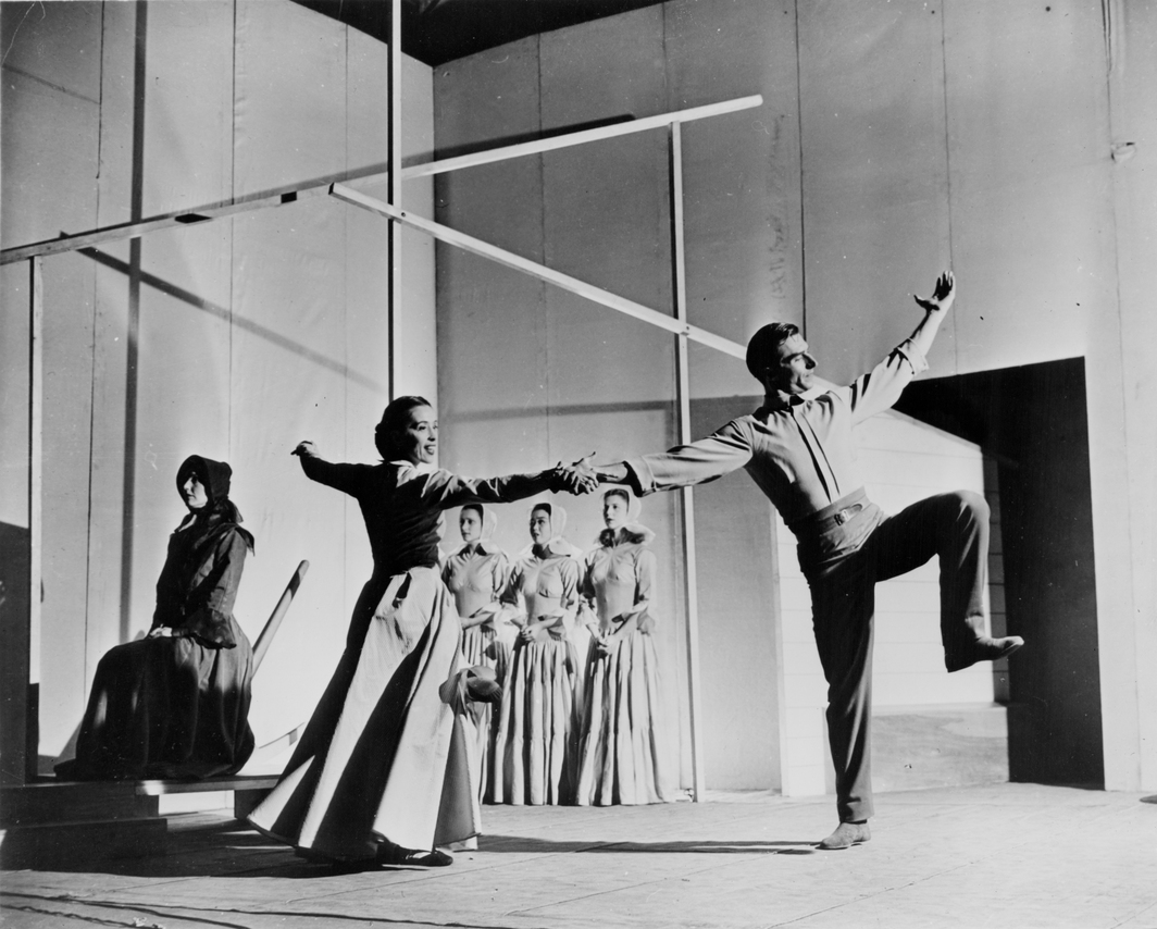 Martha Graham and Erick Hawkins inAppalachian Spring with May O'Donnell, Marjorie Mazia, Yurkio, and Nina Fonaroff. Photo: Arnold Eagle.