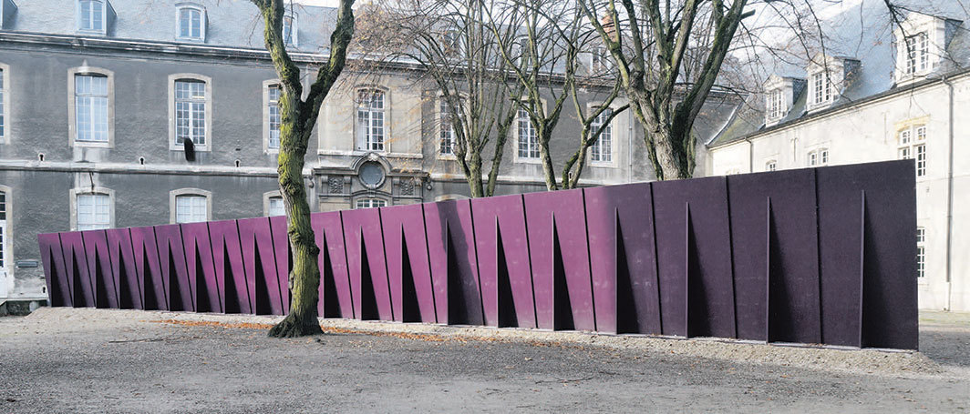 Tom Burr, Deep Purple, 2000, wood, steel, paint. Installation view, FRAC Champagne Ardenne, Reims, France. Photo: Aurélien Mole.