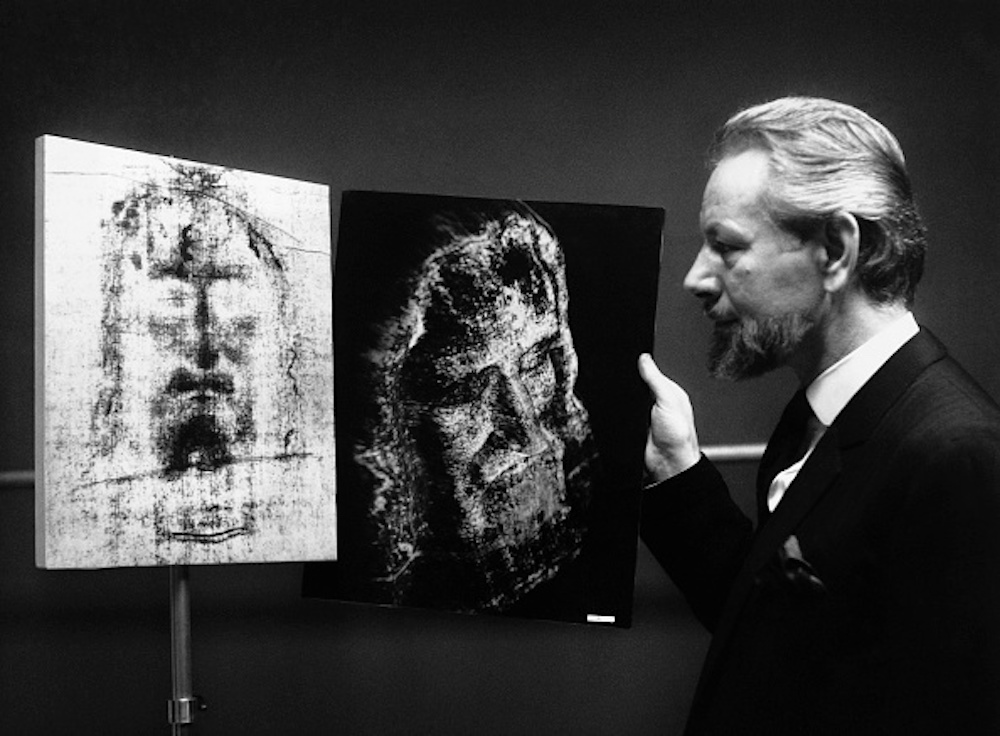 British photographer and 3-D visuals pioneer Leo Vala presents his 1967 representation of the face of Christ made with the Turin Shroud. Photo: Douglas Miller/Keystone/Getty Images.