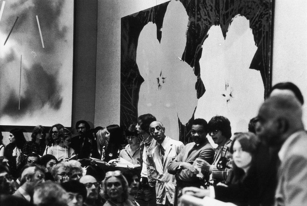 View at the standing-room-only crowd at the auction of Robert C. Scull's collection on October 18, 1973, at Sotheby Parke-Bernet in New York. Photo: Fred W. McDarrah/Getty Images.