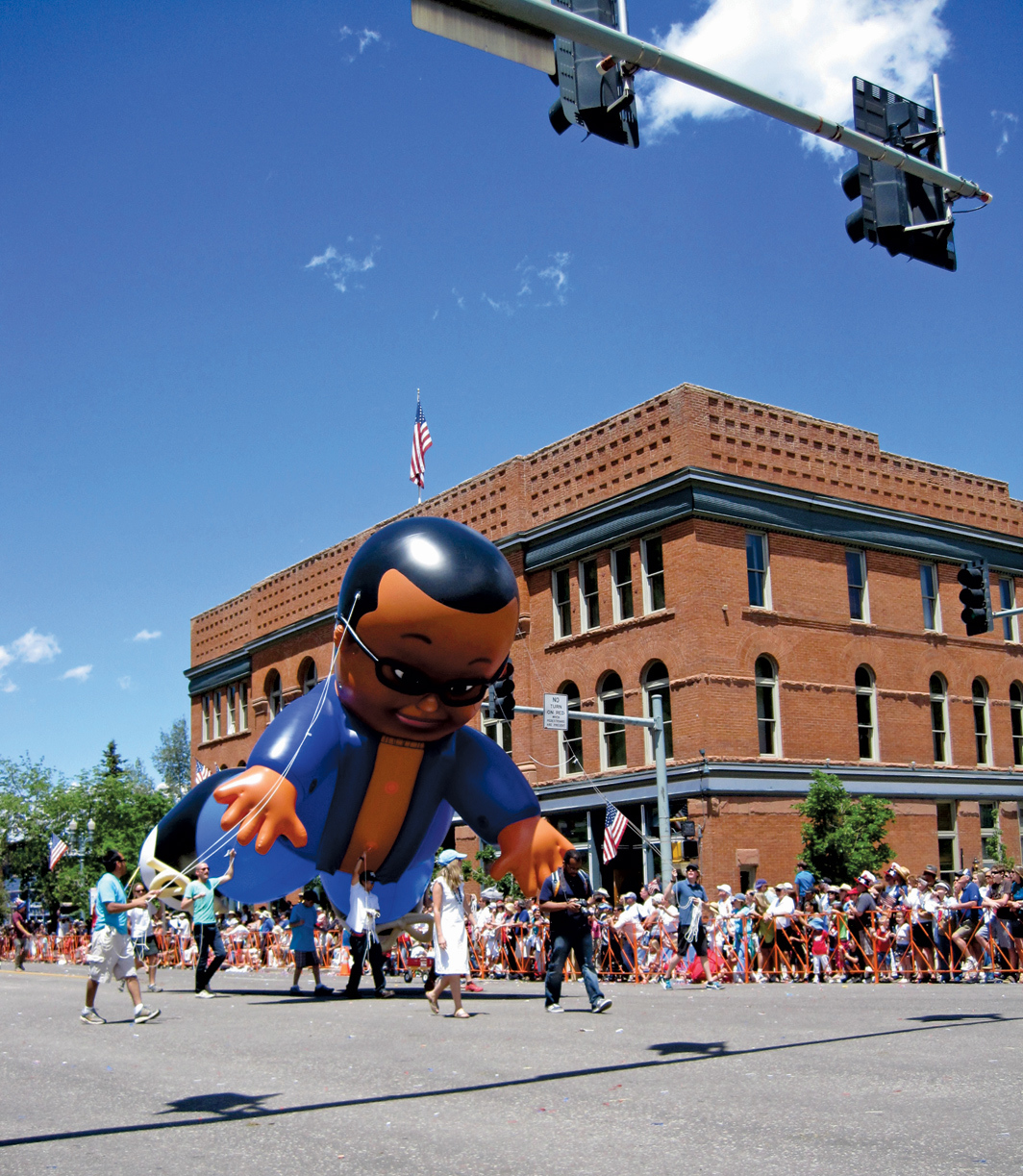 Dave McKenzie, Watch the Sky (Aspen), 2010, inflatable parade float. Installation view, Aspen, CO.
