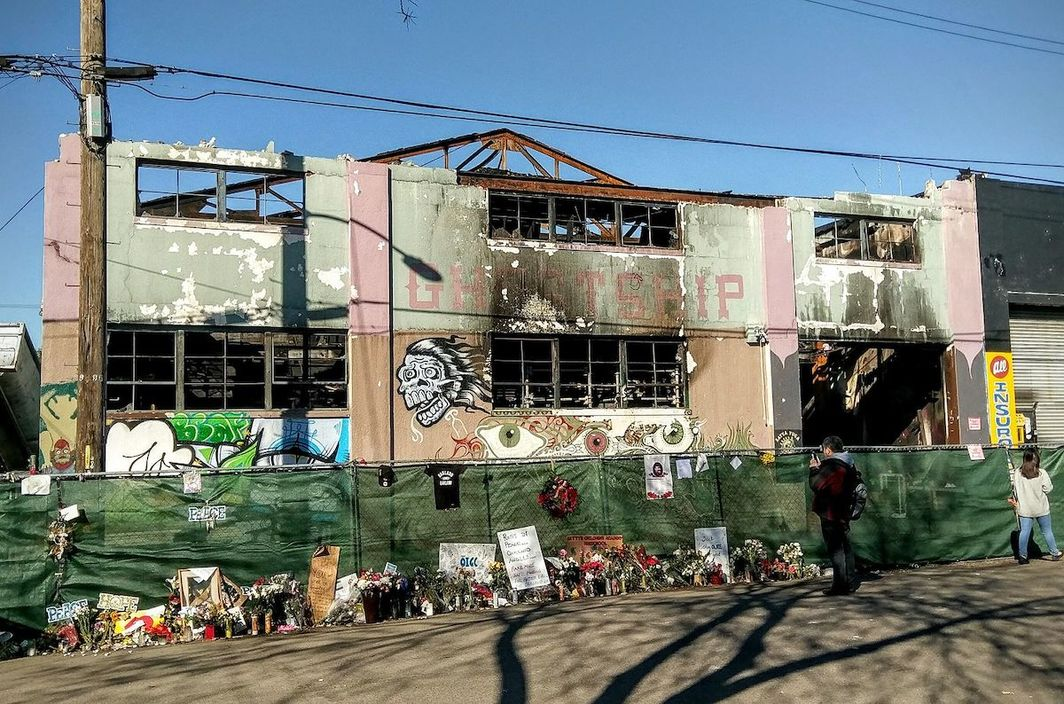 The site of a fire at the Ghost Ship warehouse on December 2, 2016, that killed thirty-six people in Oakland, California. Photo: Jim Heaphy/Wikipedia Commons.