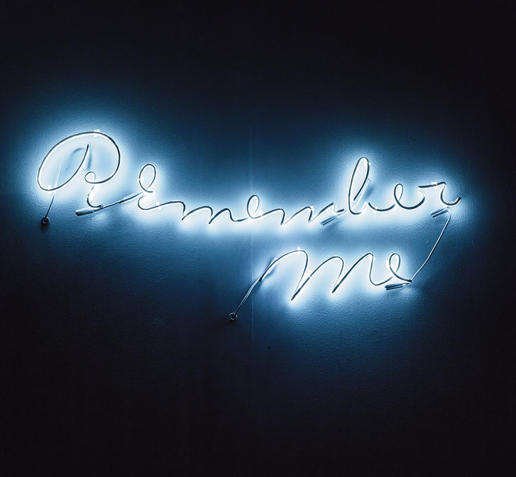 Hank Willis Thomas, Remember Me, 2014, neon, 23 5⁄8 × 59 1⁄8