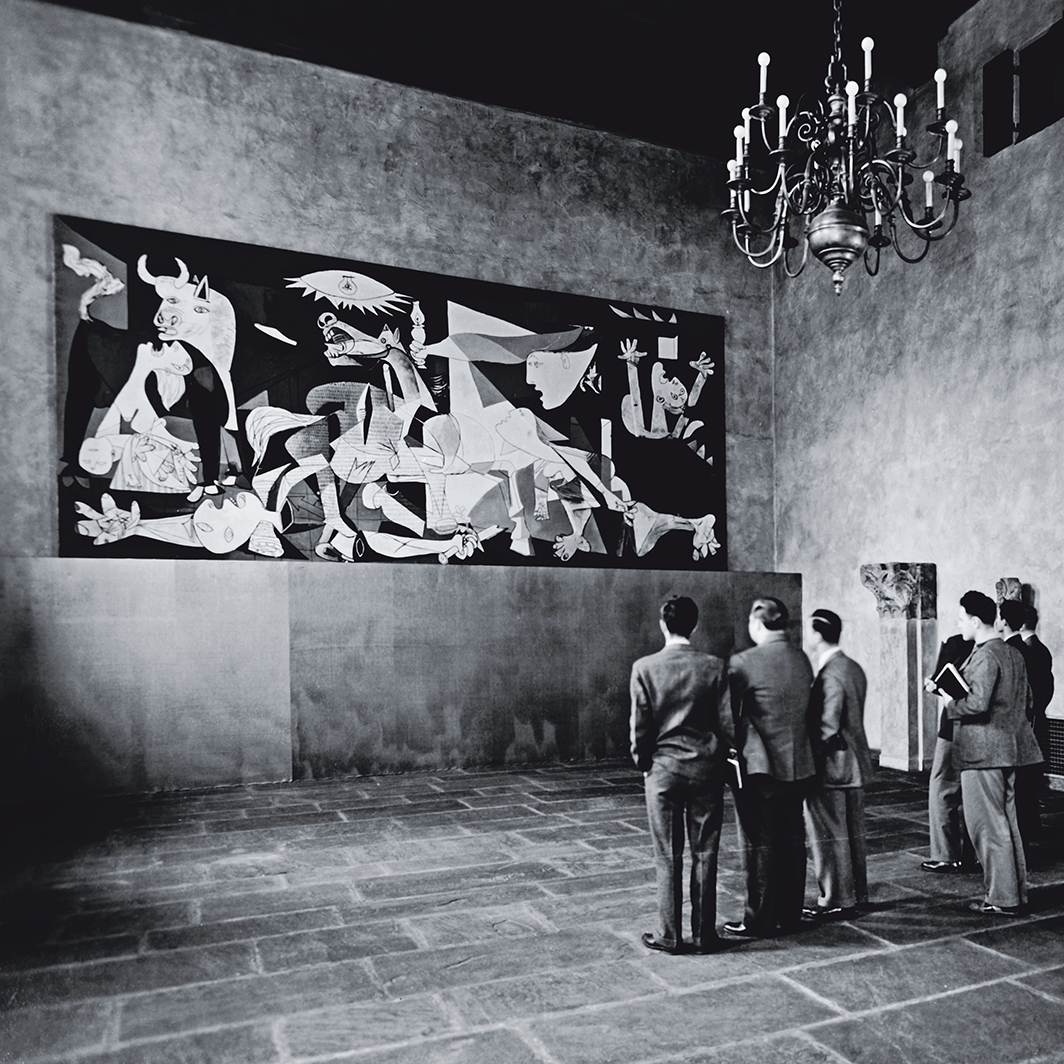 Students observing Pablo Picasso's Guernica, 1937, Warburg Hall, Fogg Museum, Harvard University, Cambridge, MA, 1941. Photo: Exhibition Records (HC 6), folder 2038. Harvard Art Museums Archives, Harvard University, Cambridge, MA.