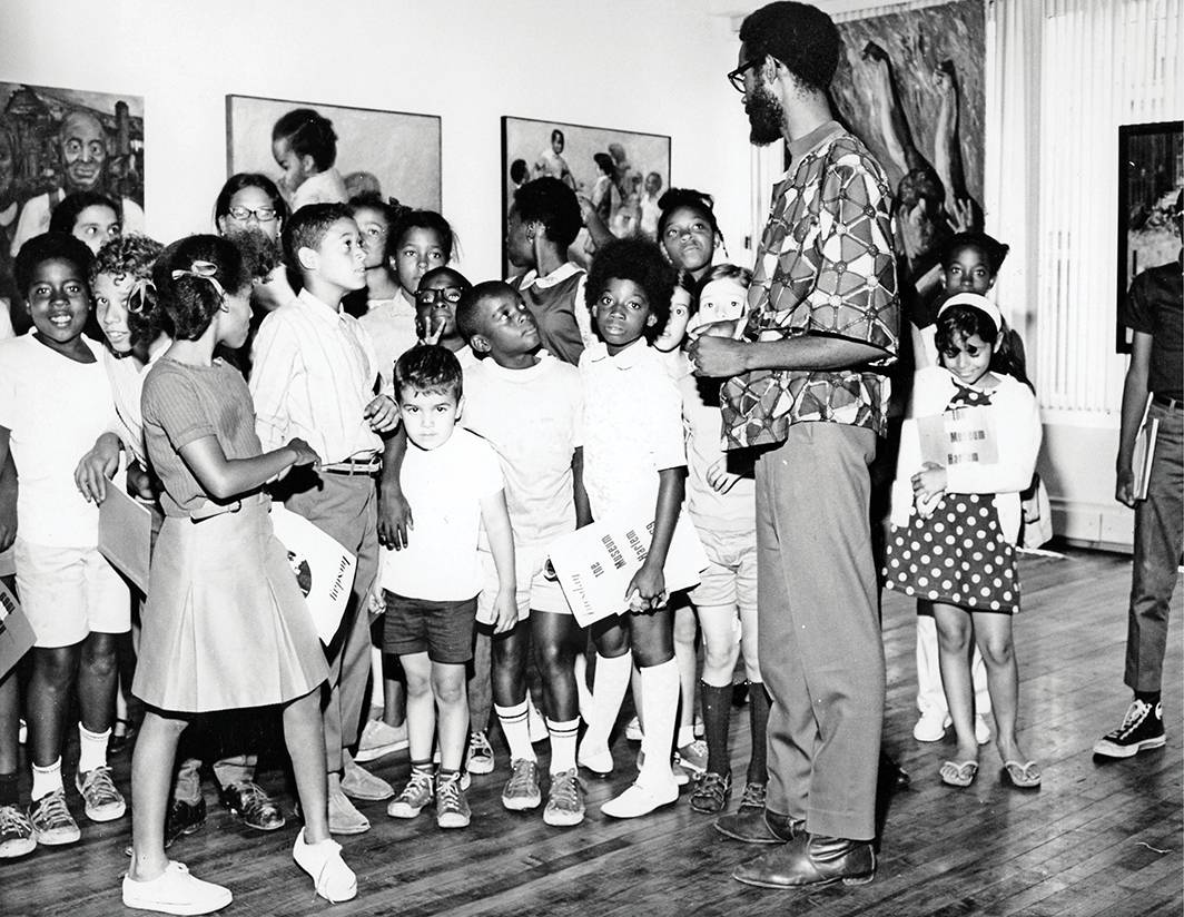 """Edward S. Spriggs teaching a school program during the exhibition """"Harlem Artists '69,"""" The Studio Museum in Harlem, New York, 1969."""