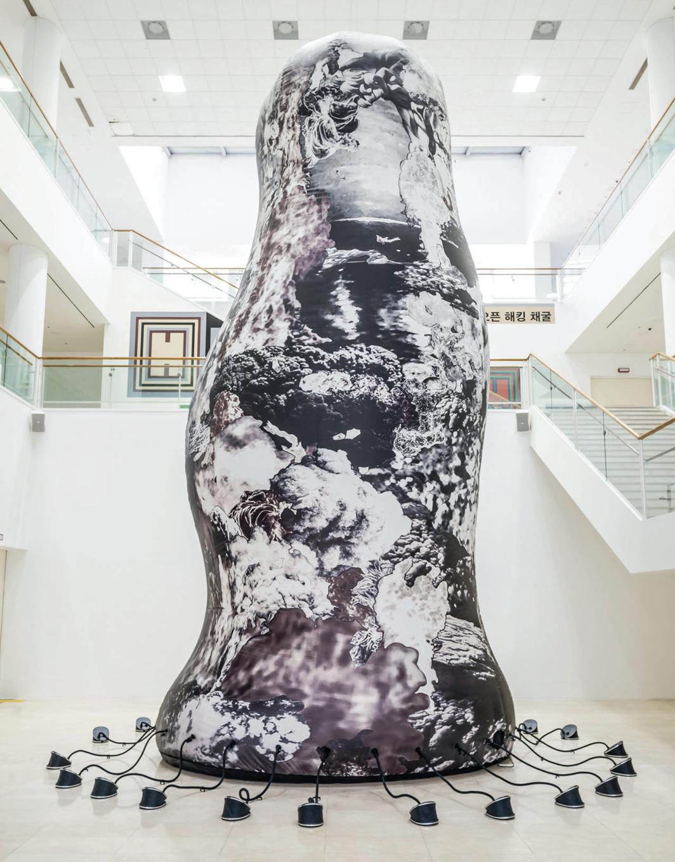 Lee Bul, Hydra (Monument), 1996/2021, printed fabric, air pumps. Installation view. Photo: Hong Cheolki.