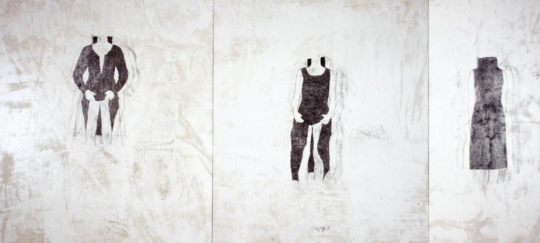 """Julião Sarmento, Três Grandes Amorosas, 1997, acetato di polivinile, pigmento, rivestimento acrilico e grafite per tessuto di cotone grezzo, 84 5/8 x 187 3/8"""".  Foto: Guido Guidi / Galleria Pilar Corrias."""