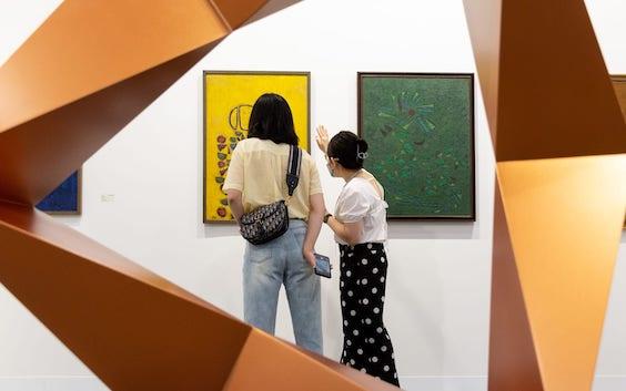 Visitors to Art Basel's Hong Kong edition this May. Photo: Art Basel.